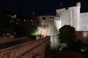 Pile Gate at night.