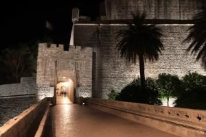 Ploče Gate at night.