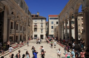 The opposite side of the Peristyle in Diocletian's Palace.