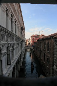 Looking at the canal from within the Bridge of Sighs.