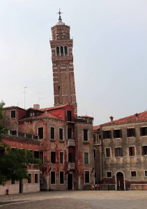 "The leaning campanile of Chiesa di Santo Stefano (""Church of St. Stephen"")."