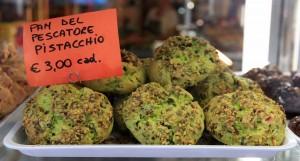 Pistachio-flavored Pan del pescatore.