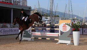 Jessica Springsteen (daughter of Bruce) landing a jump at the Longines Global Champions Tour.