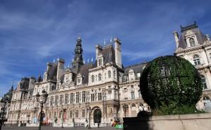 Another view of the Hôtel de Ville.