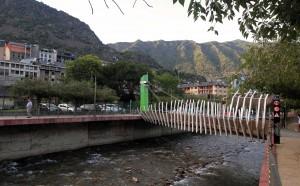A pedestrian bridge over the Gran Valira River.