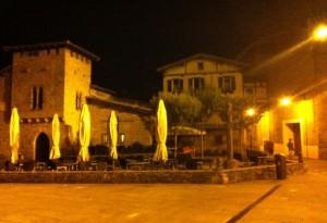 A shitty photograph of the Rincon del Caballo Blanco at night.