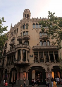 Casa Lleó Morera (a building designed by noted modernisme architect Lluís Domènech i Montaner).
