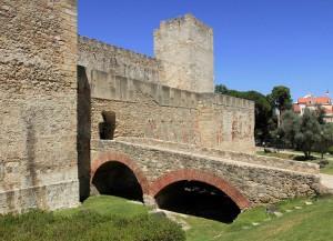 Entrance to São Jorge Castle.