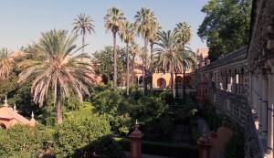 The gardens seen from the Puerta del Privilegio.