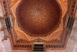 "The domed ceiling of the Salón de Embajadores (""Hall of Ambassadors"")."