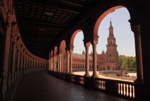 The colonnade in the Plaza de España.