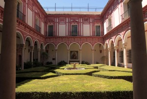 Courtyard in the Museo de Bellas Artes.
