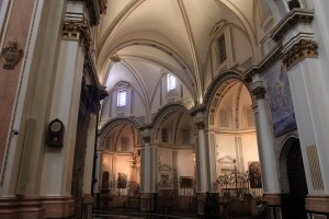 The aisle around the cathedral's apse.