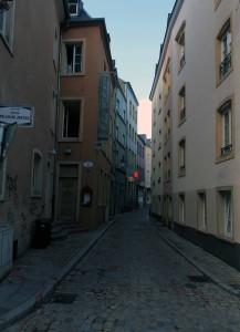 Rue du Palais de Justice.