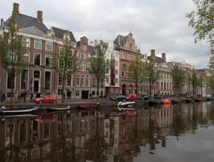 Kloveniersburgwal canal.
