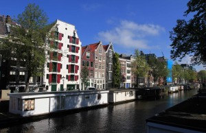 Boat houses along the banks of Nieuwe Prinsengracht canal.