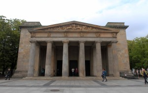 "The Neue Wache (""New Guardhouse""), the Central Memorial of the Federal Republic of Germany to the Victims of War and Tyranny - originally a guardhouse for the Crown Prince of Prussia, it took on its current use in 1931 AD."