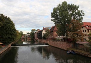 Looking at the Pegnitz River from Heubrücke Bridge.