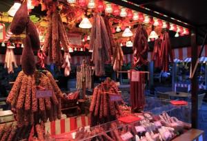 A stall selling various sausage links in Nuremberg's Hauptmarkt.