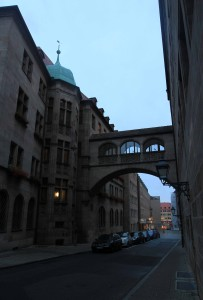 The arch building on the east side of Nuremberg's town hall.