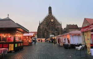 The Hauptmarkt and the Church of Our Lady at sunset.