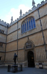 The Bodleian Library's Divinity School, with a statue of the Earl of Pembroke in front of its entrance.