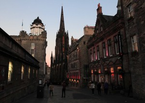 The western end of the Royal Mile, looking east, with the white Camera Obscura shelter on top of the World of Illusions building on the left.