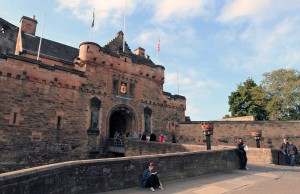 The entrance gate to Edinburgh Castle with statues of Robert the Bruce (on the left) and William Wallace (on the right).