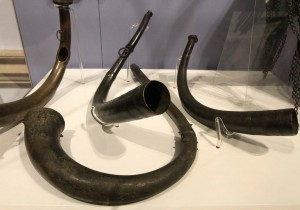 Side-blown and end-blown horns from 900-500 BC.