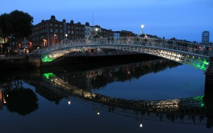 Ha'penny Bridge over the LIffey River at night.