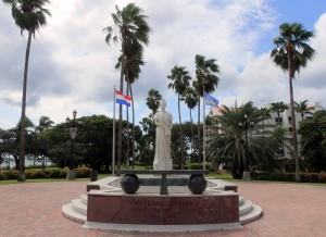 Statue of Queen Wilhelmina in Oranjestad.