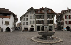 The fountain in the center of the Rathausplatz.