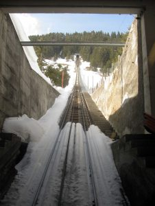 Looking up the track for the Seilbahn Mürren Allmendhubel.