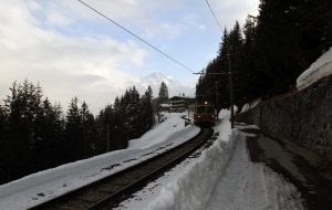 The tracked cable car that runs between Mürren and the Lauterbrunnen-Mürren [suspended] cable car station.