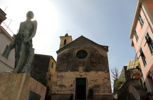 Statue in front of the Oratory of St. Catherine in Corniglia.