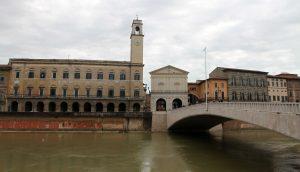 Ponte Di Mezzo over the Arno River.